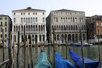 Venice_-_Palazzo_Loredan_&_Palazzo_Farsetti