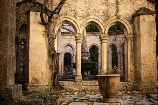 Abbaye-Sainte-Marie-de-Valmagne-Villeveyrac