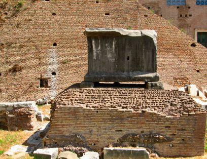 Рим_черный камень_римский форум