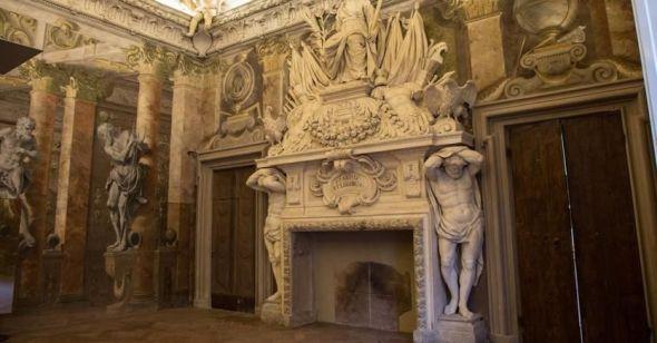 Bologna,_Palazzo_Fantuzzi1
