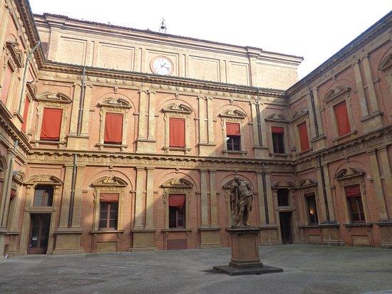 courtyard-palazzo-poggi
